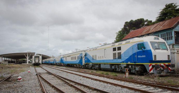 primera-prueba-tren-mar-del-plata-formacion-saliendo-de-la-estacion